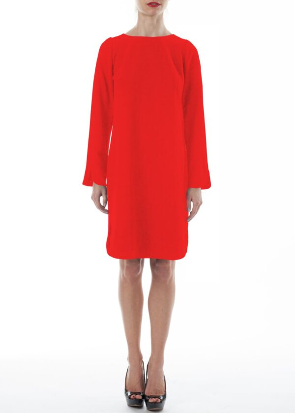Красное платье с вырезом