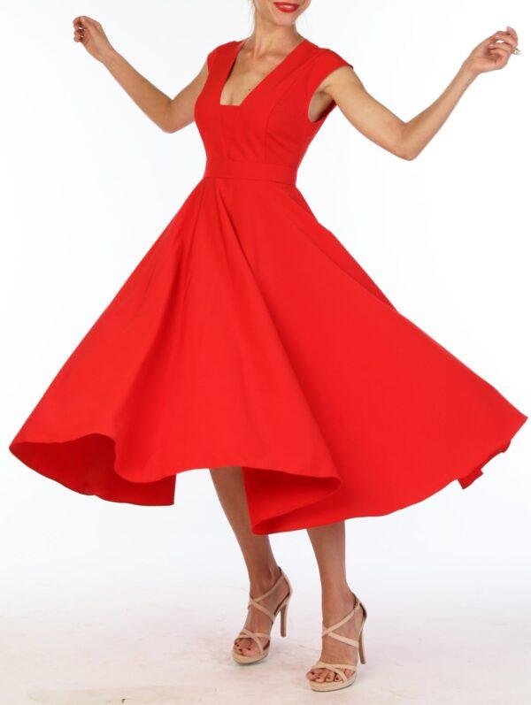 Красное женское платье