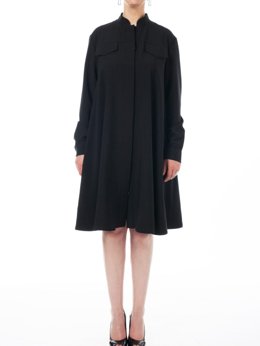 Черное объемное платье