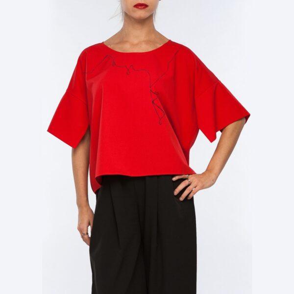 Модная красная блузка