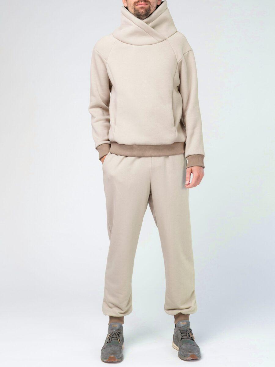 Бежевый мужской спортивный костюм