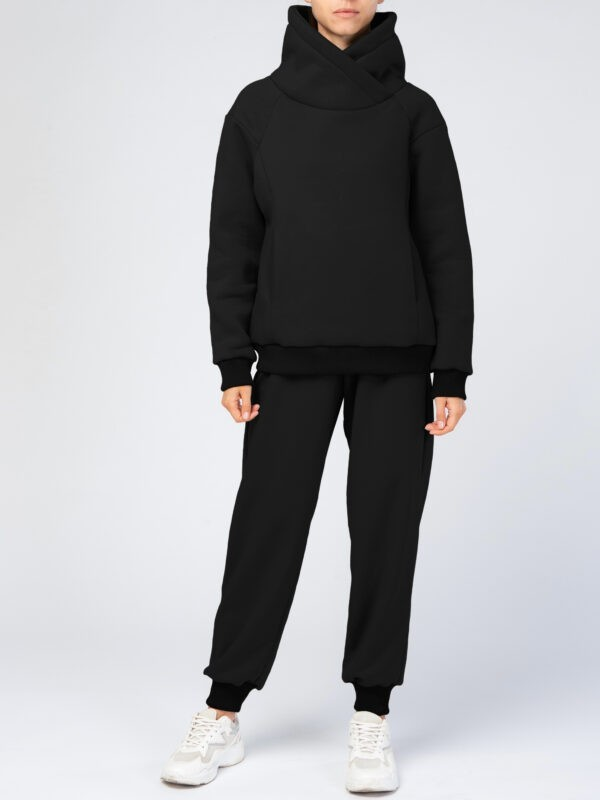 Черный спортивный костюм